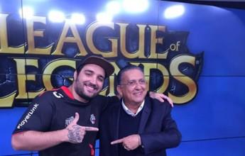 """Galvão tietando e Arnaldo estudioso: bastidores do LoL no """"Bem, Amigos!"""""""