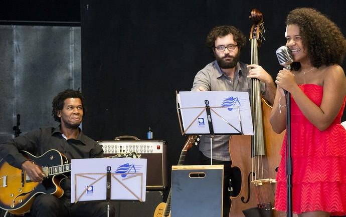 Bebé Salvego e Orquestra Sinfônica de Piracicaba durante Tributo a Billie Holiday (Foto: Rodrigo Alves)