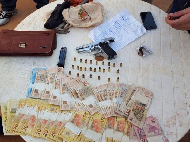 Parte dos materiais apreendidos pela Polícia Civil (Foto: Divulgação / Polícia Civil)