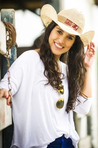 Camilla Camargo faz sua estreia em novelas no folhetim de Manoel Carlos, Em Família (Foto: João Miguel Júnior / Rede Globo)