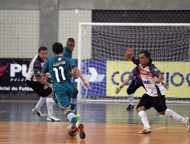 Pimpolho, camisa 11, foi um dos nomes do jogo contra o Falcão 12 (Foto: Zerosa Filho/CBFS)