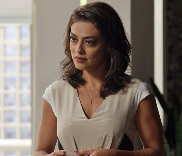 Carolina descobre que família de Arthur perdeu tudo (Foto: TV Globo)