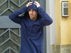 Zac sai escondido da casa de Manu (Foto: Geração Brasil/ TV Globo)