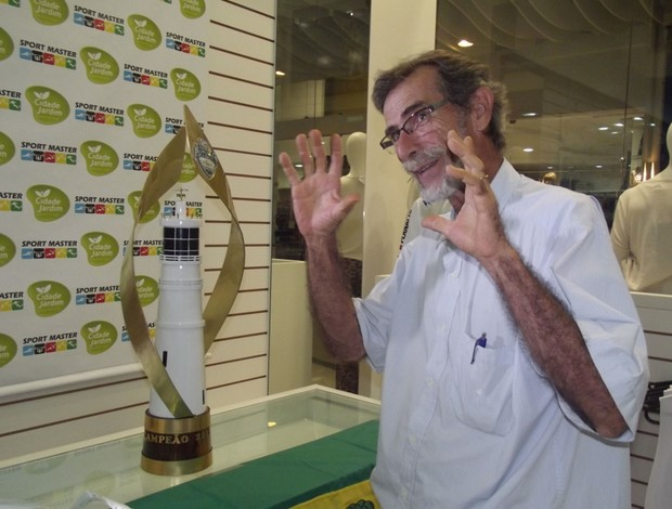 Taciano Arruda Câmara, artista que desenvolveu troféu do Campeonato Potiguar (Foto: Tiago Menezes)