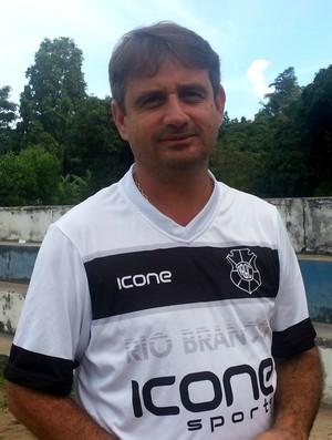 Giuliano Pariz, técnico do Rio Branco-ES (Foto: Richard Pinheiro/Globoesporte.com)