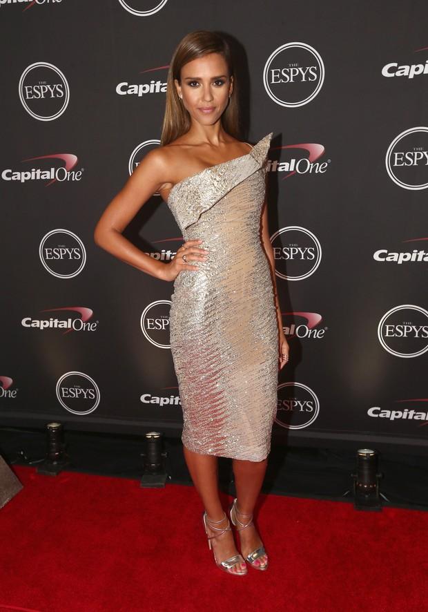 Jessica Alba em premiação em Los Angeles, nos Estados Unidos (Foto: Christopher Polk/ Getty Images/ AFP)