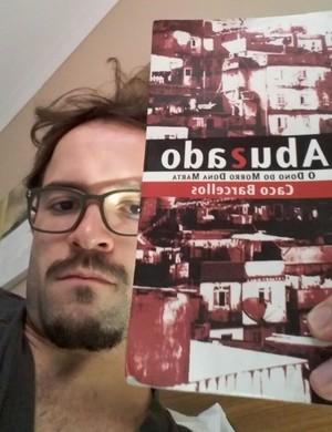 Gustavinho Lima Mogi lendo (Foto: Arquivo Pessoal)