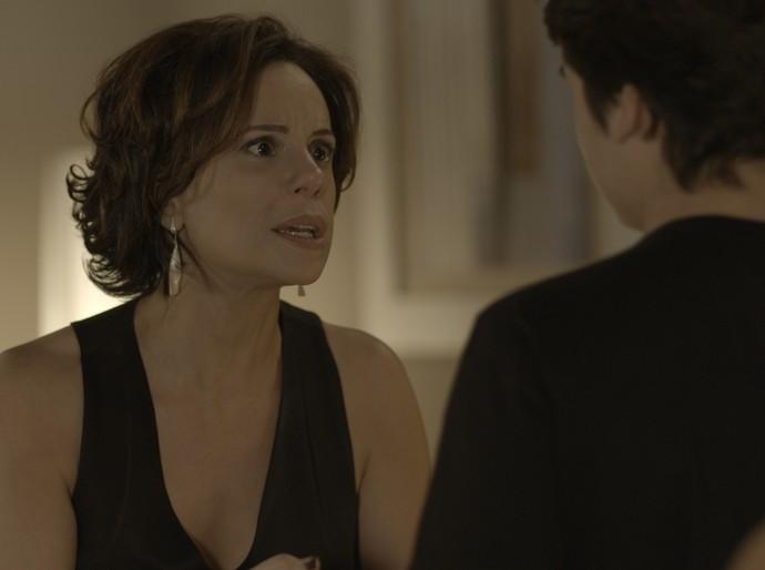 Ana fica preocupada e implora para o filho não ir atrás de Samurai (Foto: TV Globo)
