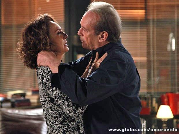 Paixão de Herbert e Ordália renasce com força total (Foto: Ellen Soares/TV Globo)