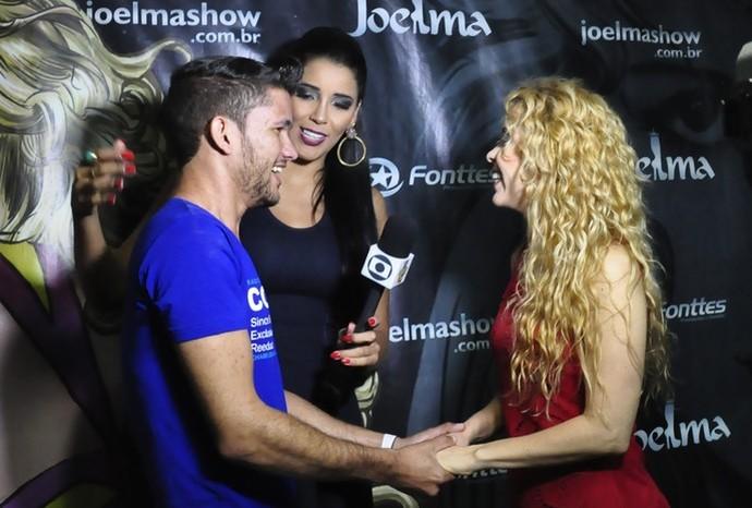 Fã atravessa o Brasil para conhecer a cantora Joelma. (Foto: Se Liga VM)