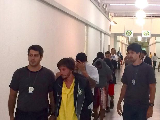 Jovens são presos por tráfico de drogas na Zona Sul do Rio de Janeiro. (Foto: Henrique Coelho/ G1)