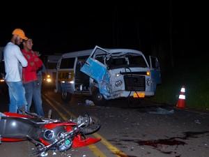 Acidente MG-428 Araxá Motocicleta Carro  (Foto: Willian Tardelli/Arquivo pessoal)
