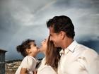 Guilhermina Guinle posa com a família durante férias na Itália