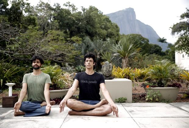 O ator Pedro Lamin, do seriado Justiça, mostra aula de ioga e diz que prática combate a ansiedade (Foto: Marcos Serra Lima / Ego)