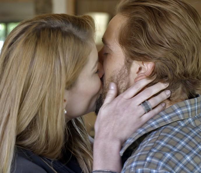 Lívia e Felipe surpreendem Melissa e Pedro (Foto: TV Globo)