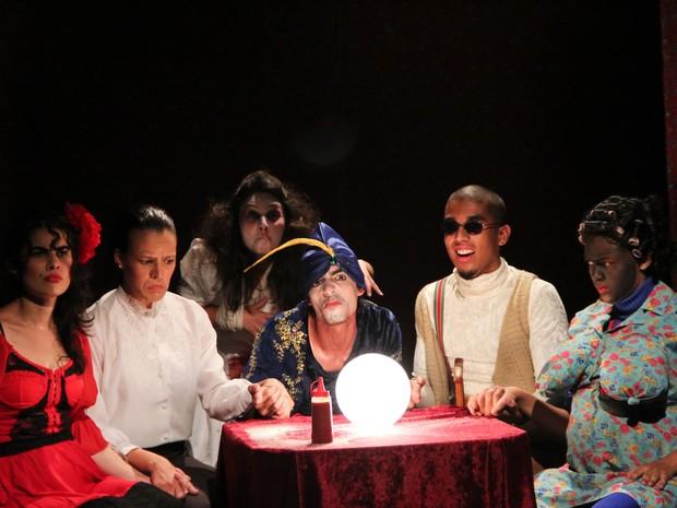 Peça de teatro AU AU Fatal  (Foto: Rafa Medeiros / Troupe Parabolandos )