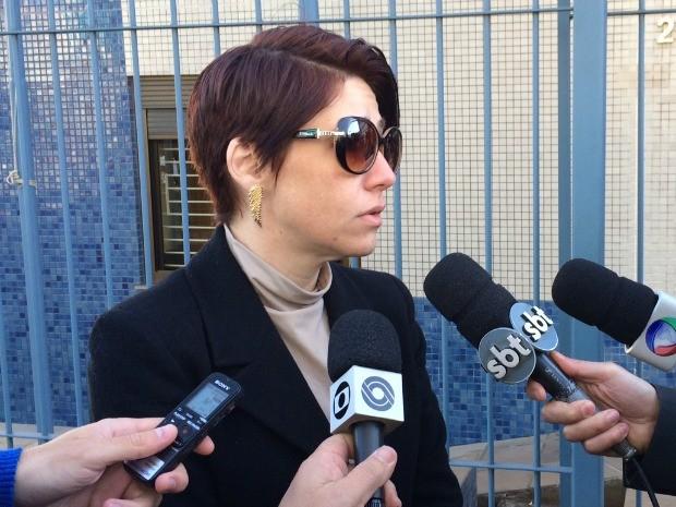 Caroline Bamberg conversou com a imprensa antes da audiência (Foto: Caetanno Freitas/G1)