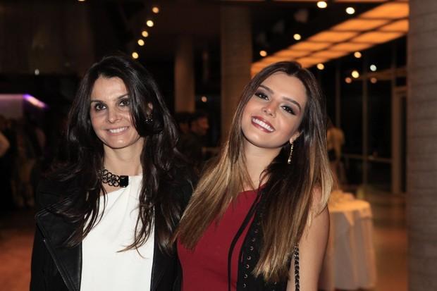 Giovanna Lancelloti e a mãe, Giuliana (Foto: Isac Luz/EGO)