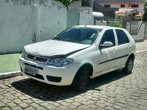 Carro do universitário Máximo Augusto foi encontrado na manhã desta terça (5) (Foto: Ranniery Sousa)