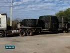 PRF apreende carga ilegal de pneus na rodovia BR-222, em Sobral, no CE