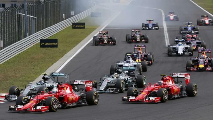 Largada do GP da Hungria: Ferrari de Sebastian Vettel e Kimi Raikkonen toma ponta da Mercedes de Lewis Hamilton (Foto: Reuters)