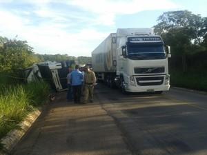 Trabalho de remoção deve interditar a rodovia no domingo (29) (Foto: Maykon Paiva/ TV Anhanguera)