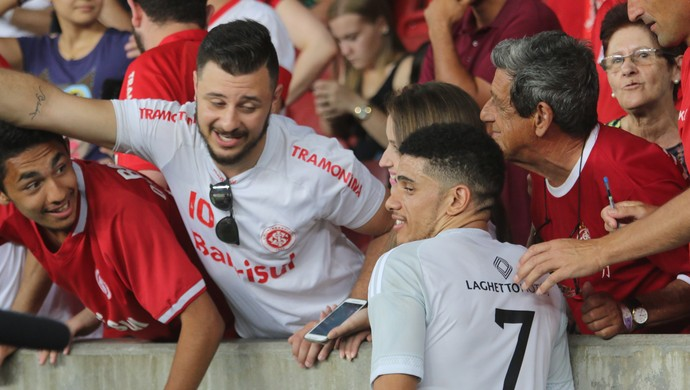 Taison Lance de Craque (Foto: Beto Azambuja / GloboEsporte.com)