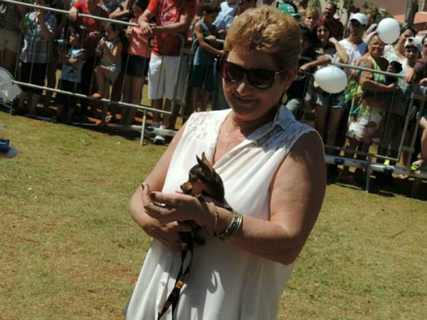 Menor cão que levou o troféu foi a Nina, da raça chihuahua (Foto: Caio Gomes Silveira / G1)