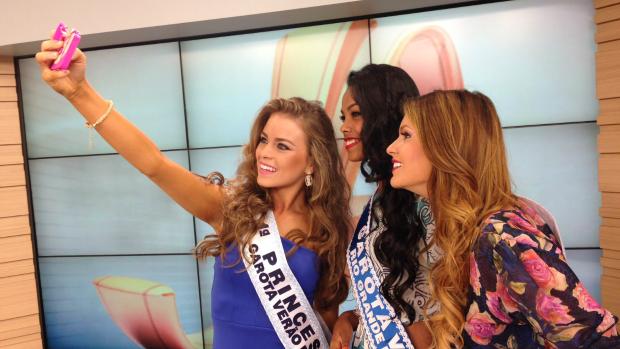 Belas aproveitaram para fazer uma selfie no estúdio (Foto: Gabriela Loeblein/GShow)