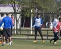 Acerta o pé: após falha em gol, Cássio treina na linha e até arrisca dribles
