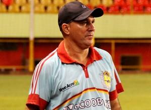 Edmilson Correia, o Tangará, técnico do Galvez (Foto: João Paulo Maia)