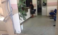 Acompanhante de grávida quebra portas da maternidade Santa Mônica (Roberta Cólen/G1)