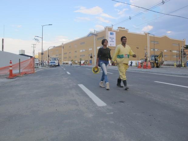 Via Binária estava em obras na tarde desta sexta-feira (18) (Foto: Glenda Almeida/G1)