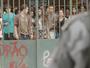 Polícia ameaça invadir e alunos decidem abraçar o Dom Fernão