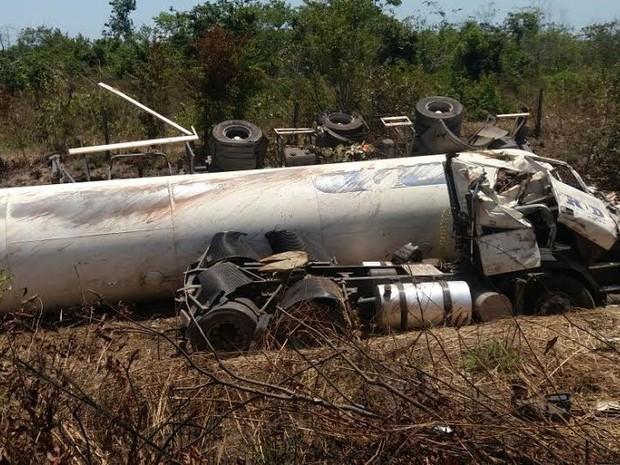 Resultado de imagem para Motorista de carreta morre após acidente na PA-150