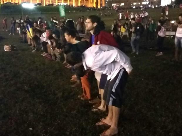 Manifestantes fazem ato contra Temer em frente ao Congresso Nacional, em Brasília (Foto: Pedro Borges/G1)