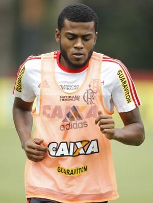 Marcelo Cirino corre em volta do campo (Foto: Gilvan de Souza / Flamengo)