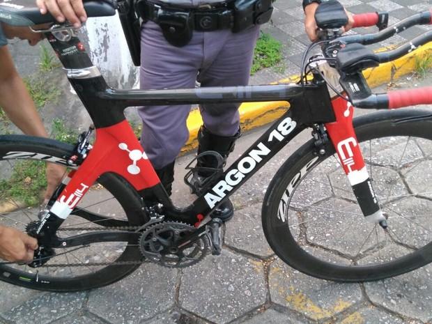 Bicicleta de marca canadense foi roubada durante prova internacional (Foto: Divulgação/Polícia Militar Rodoviária)