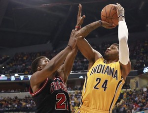 Basquete NBA - Indiana Pacers x Chicago Bulls, Paul George e Jimmy Butler (Foto: EFE)