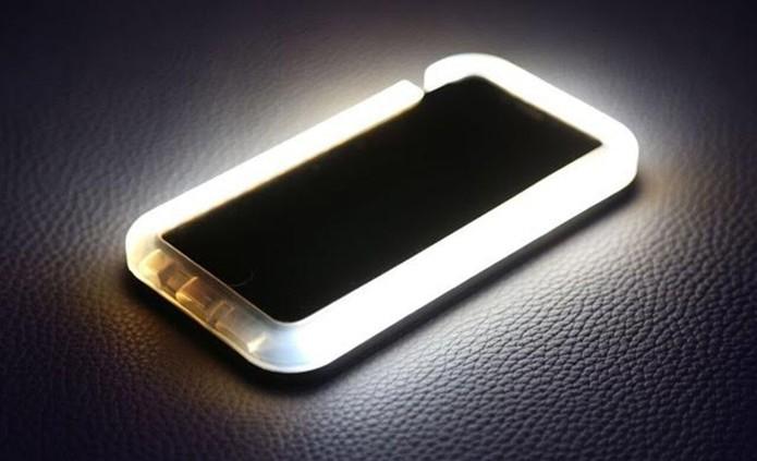 Case tem moldura de LED para selfies perfeitas (Foto: Divulgação) (Foto: Case tem moldura de LED para selfies perfeitas (Foto: Divulgação))