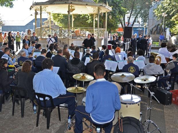 Banda União Operária durante solenidade na Praça José Bonifácio em Piracicaba  (Foto: Rafael Bitencourt)
