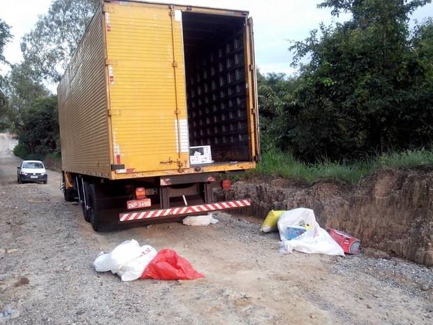 Roubo cargas Oliveira (Foto: Polícia Militar/Divulgação)