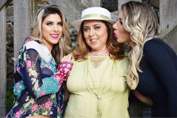 Ana Paula Minerato com a mãe, Sylvia, e a irmã, Tati (Foto: Arquivo pessoal)