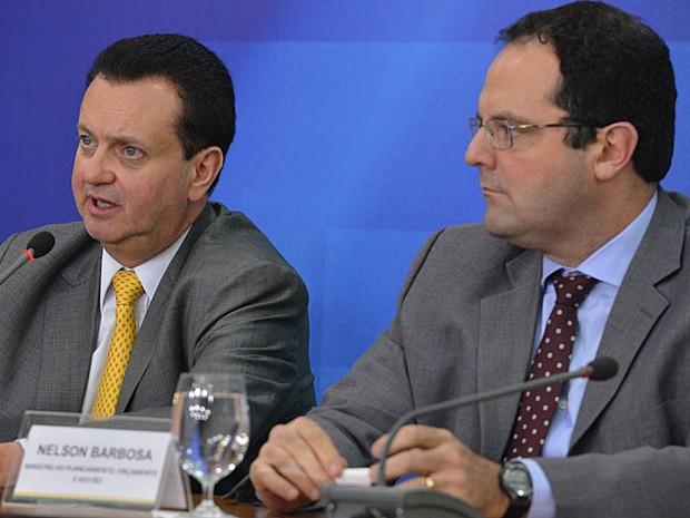 Ministros Gilberto Kassab (à esquerda) e Nelson Barbosa durante coletiva no Palácio do Planalto (Foto: Valter Campanato/Agência Brasil)