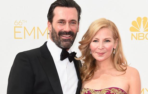 O protagonista de 'Mad Men', Jon Hamm, de 43 anos, tem um relacionamento com a atriz Jennifer Westfeldt, de 44, desde 1997. Mas nada de casório. (Foto: Getty Images)