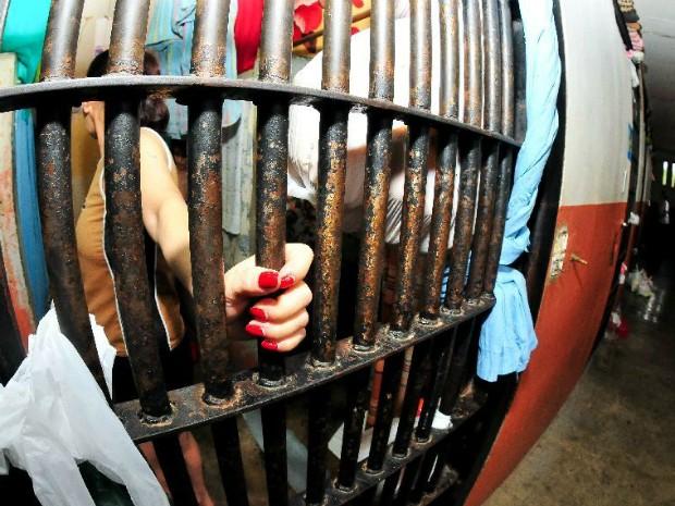 No Paraná, a exemplo do restante do país, maioria das mulheres estão presas por tráfico de drogas; em Foz do Iguaçu, estão atualmente 195 das 1.050 mulheres detidas no estado (Foto: Marcos Labanca / Conselho da Comunidade de Foz do Iguaçu / Divulgação)