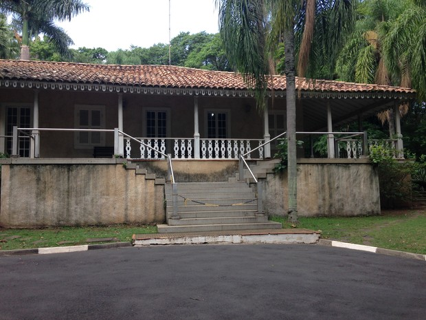Casarão está fechado desde 2008 em Campinas (Foto: Roberta Steganha/ G1)