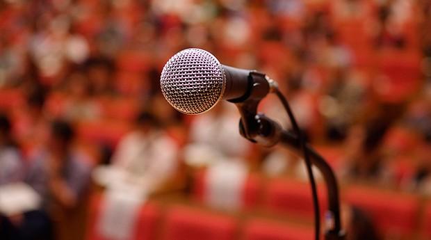 3 dicas para pessoas introvertidas falarem bem em público