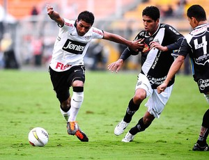 paulinho corinthians ponte preta (Foto: Marcos Ribolli / Globoesporte.com)