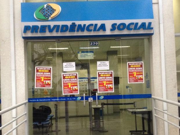 Agências ficarão fechadas durante a greve, segundo o sindicato  (Foto: Luiza Vaz / RPC)